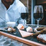 planche de fromages avec vin
